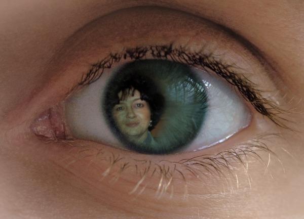 Eye catcher effect, done with PhotoFunia :-)